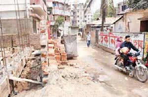 Locals move to widen road as DNCC sits idle