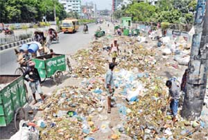 Wastes litter Dhaka city roads
