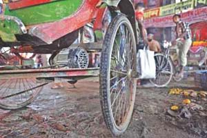 Risky rickshaws swarm roads
