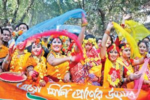 Thousands greet Falgun